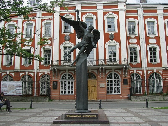 Старейший в России университет находится в Санкт-Петербурге