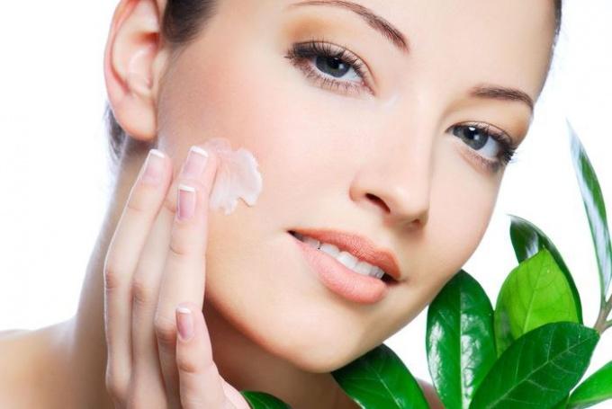 Как использовать жидкий витамин Е для кожи лица