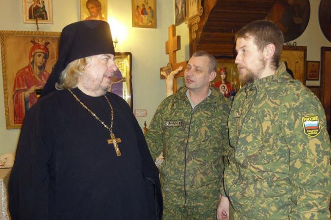 Священник и миряне
