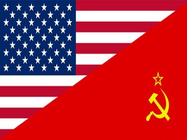 С какими именами связано начало холодной войны