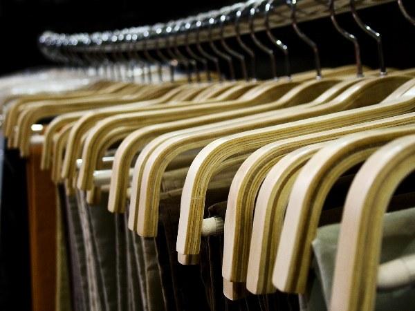 Где лучше покупать вещи: в магазине или в интернете