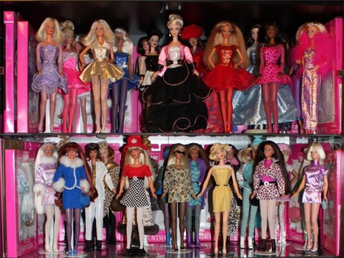 Где хранится самая большая коллекция кукол Барби