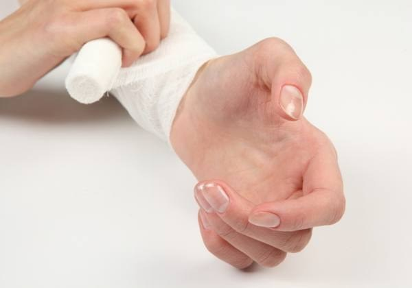 What to do when the pain in the wrist