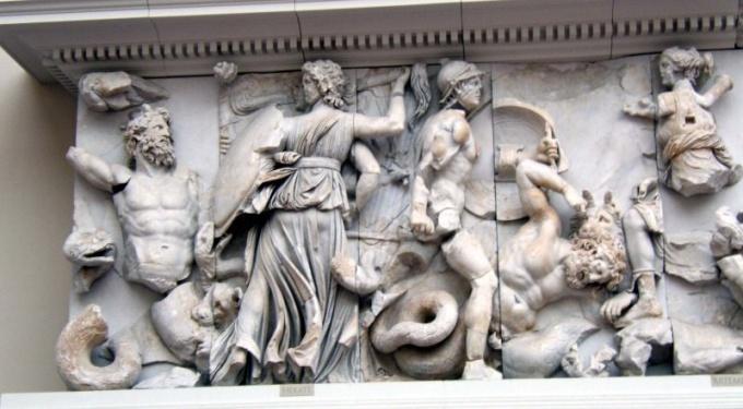Древнегреческий горельеф