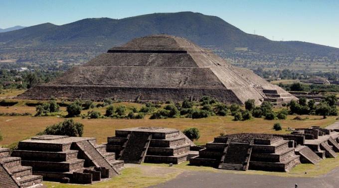 В какой стране находятся пирамиды солнца и луны