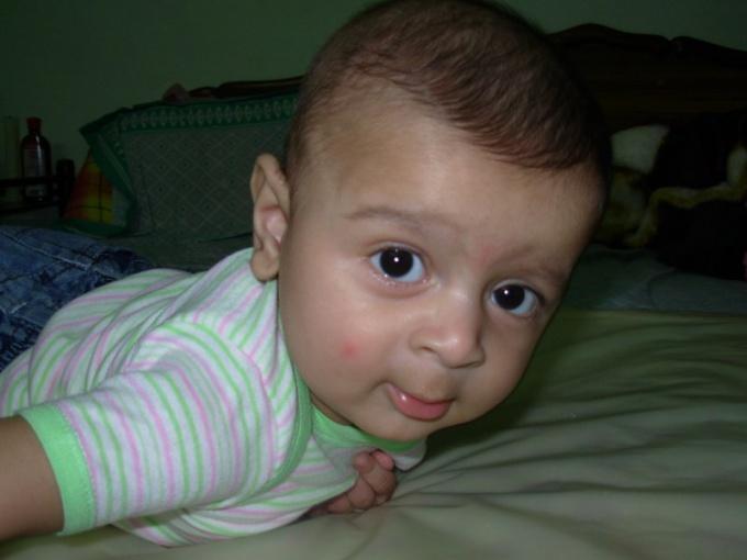 С первых месяцев жизни у ребенка должно быть несколько документов