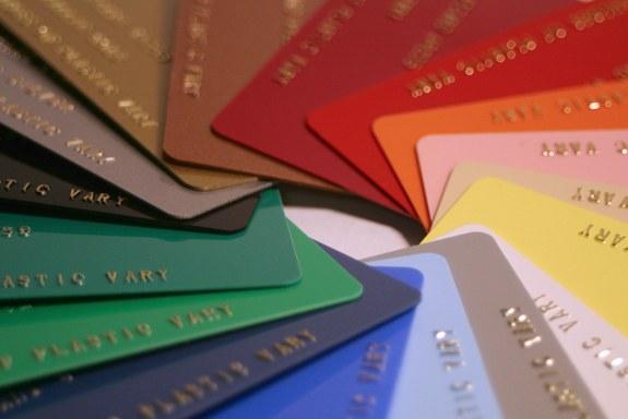 отличие дебетовой карты от кредитной технологии