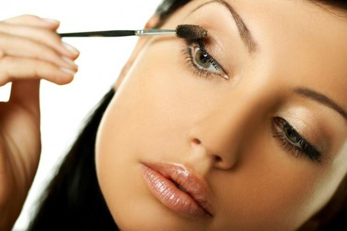Как нанести ежедневный макияж