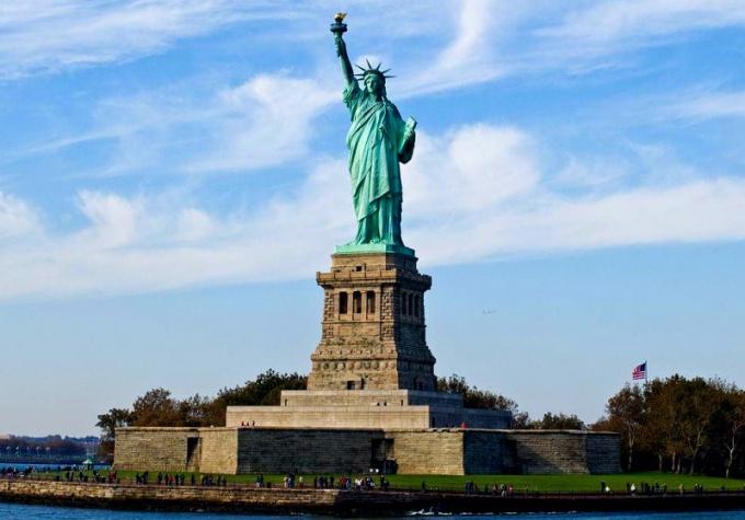 Статуя Свободы - символ независимости и демократии США