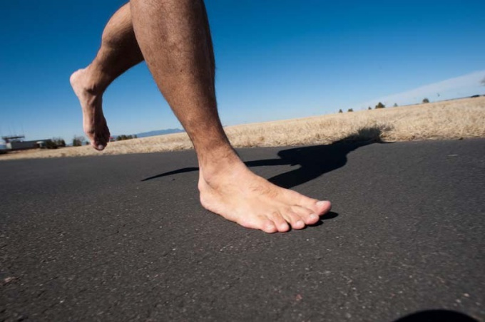 Ходить босиком летом полезно для здоровья