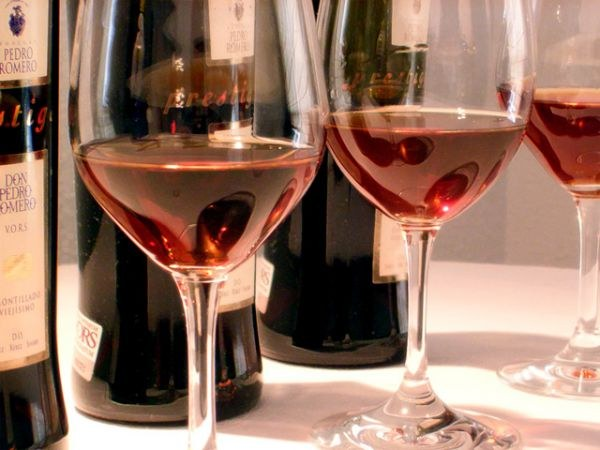 What distinguishes wine from sweet