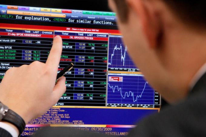 Где и как купить акции Газпрома и Лукойла