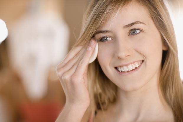 Как выбрать жидкость для снятия макияжа с глаз