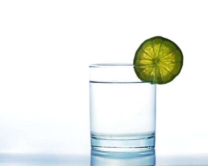В первые сутки после операции разрешено пить только чистую воду и кефир