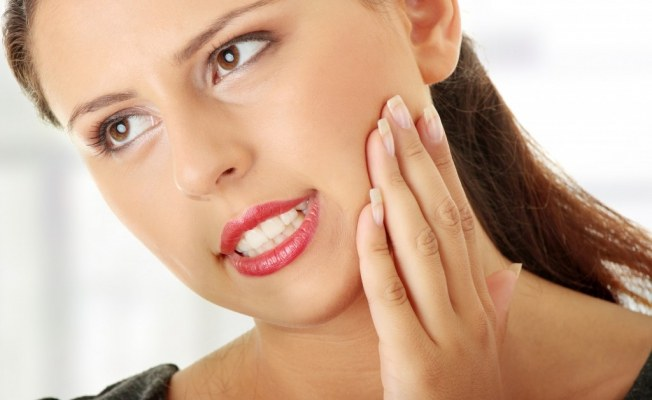 A splinter in the gums can cause a lot of unpleasant sensations