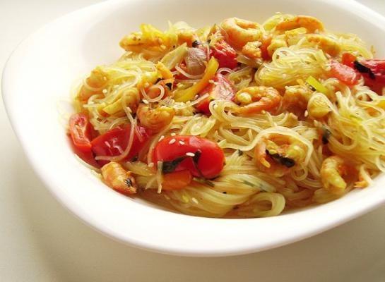 Как подать к столу рисовую лапшу