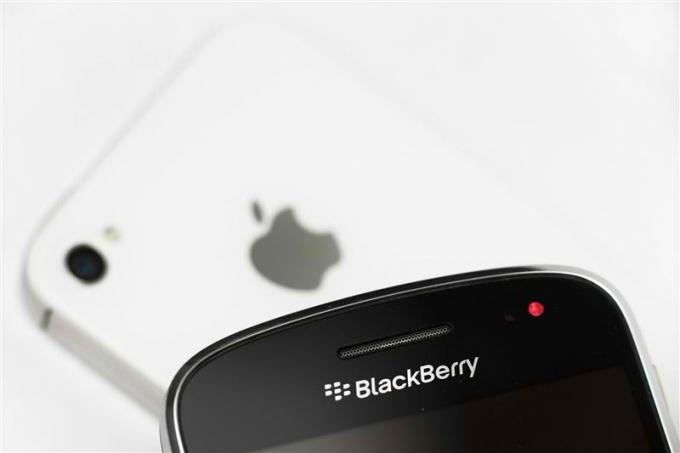 Как сделать выбор между iphone4, blackberry и  vertu
