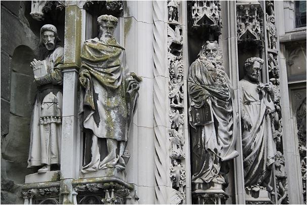 Скульптуры средневековых соборов - Библия в камне