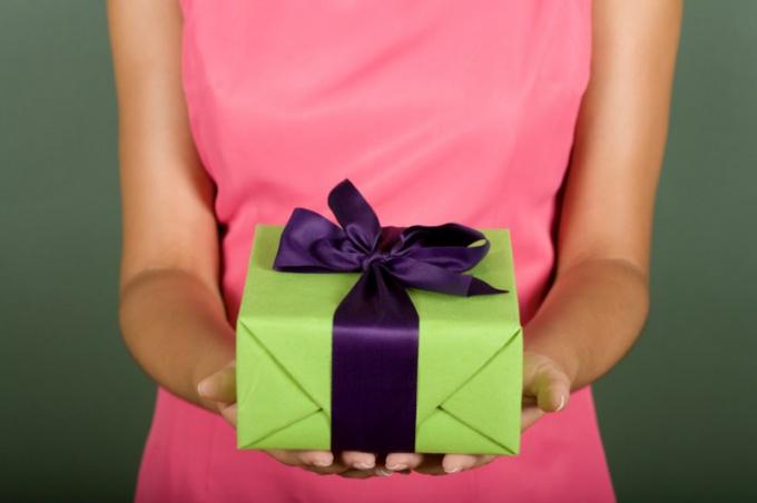 Нужно ли платить налог с подарка