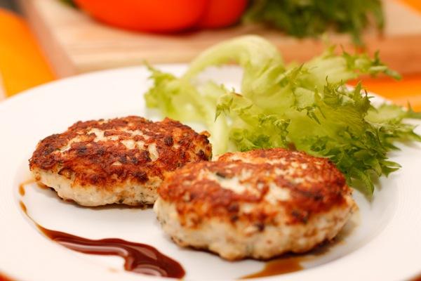 Как приготовить сочные куриные котлеты с грибами