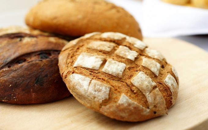 Как приготовить домашний черный хлеб