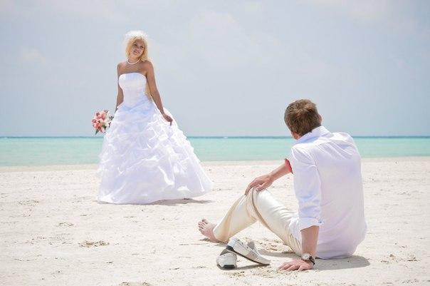 Свадьба на пляже: какой наряд выбрать невесте