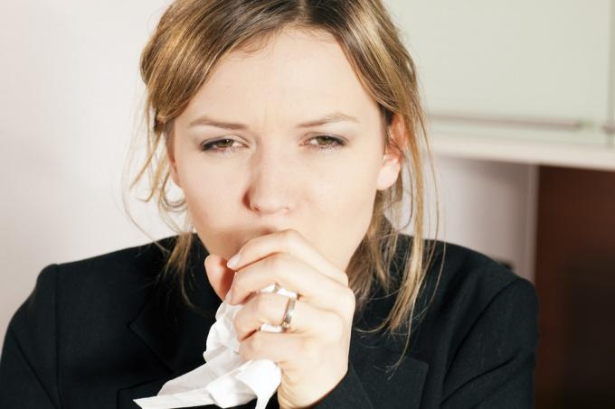 Как победить сухой кашель народными средствами