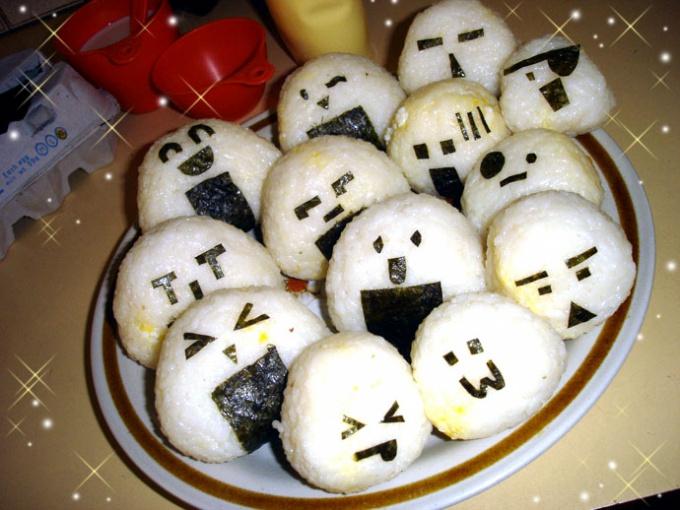 Готовим онигири: японские рисовые шарики