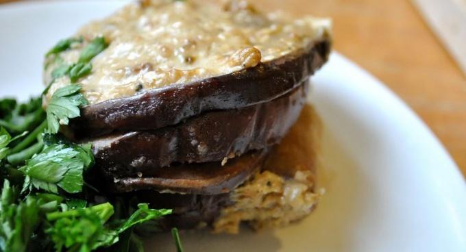 Аппетитные баклажаны запеченные с орешками