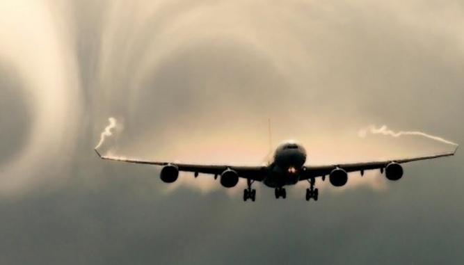 самолет и турбулентность