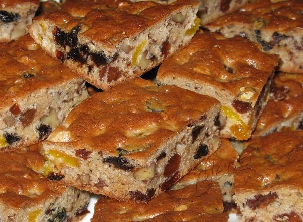 Сдобный пирог с сухофруктами