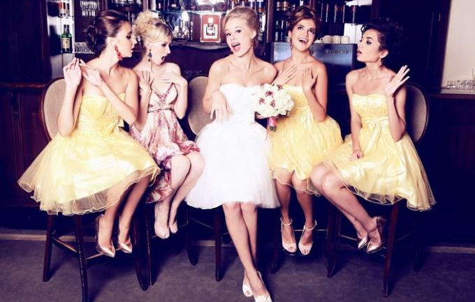 Короткое свадебное платье - а стоит ли?