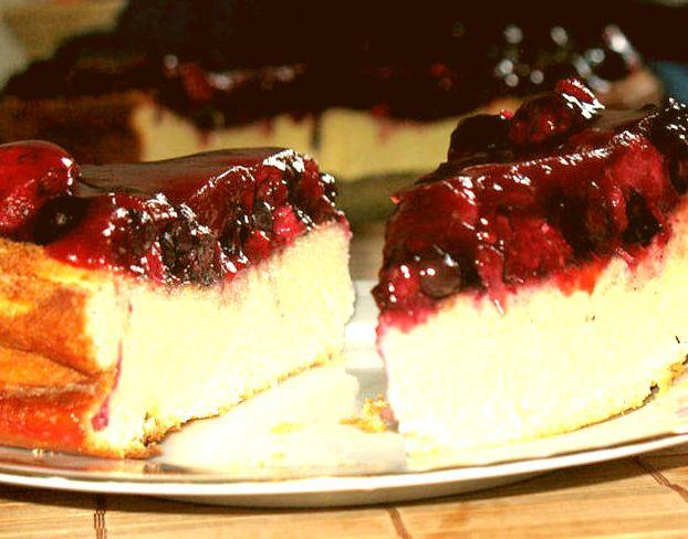 Легкий и нежный творожный пирог с ягодами