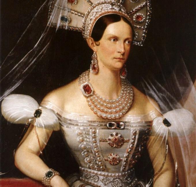 Мать Александра II Александра Федоровна в украшениях с александритами