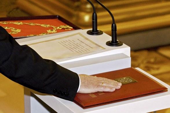 Инициировать изменения в Конституцию может Президент России
