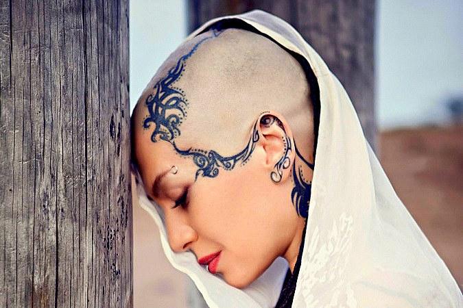 По убеждению поклонников тату, певицы Наргиз Закировой, например, такие художества помогают ярче выразить индивидуальность человека, его творческое «Я»
