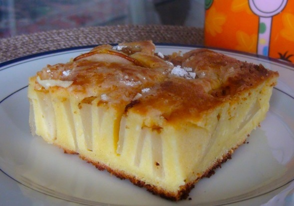 Cheese pie with pears