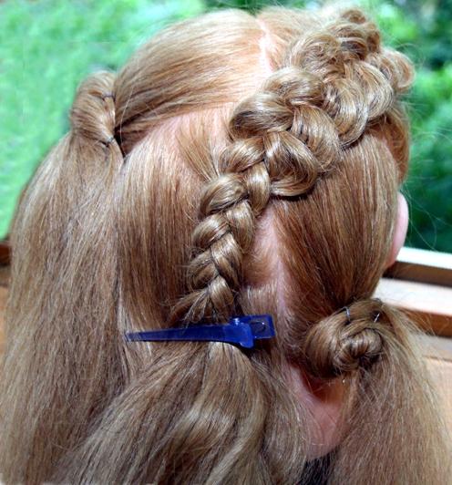 Как заплести две французских косы крест-накрест