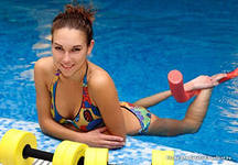 Упражнения в воде для красивой фигуры