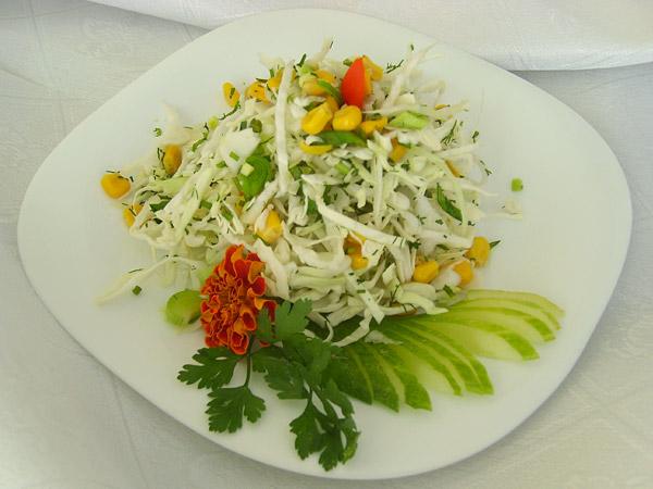 Салат из молодой капусты и зелени