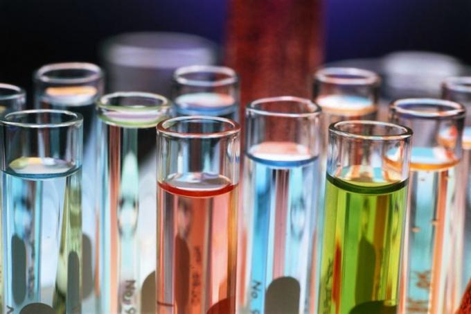 Какими свойствами обладают кислотные оксиды