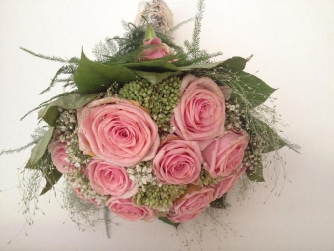 Как составить букет из роз