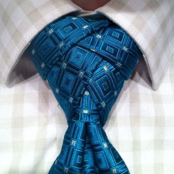 Прекрасный узел галстука