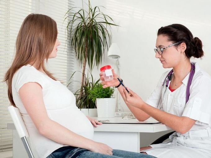 Беременным часто назначают сдать мочу на анализ