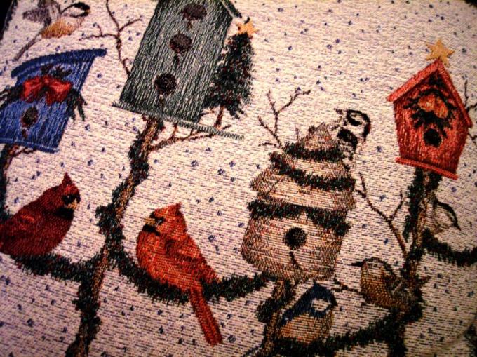 Изображение на ткани может стать основой для ручной вышивки