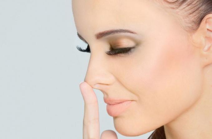 Как зрительно уменьшить нос