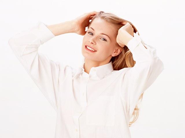 Длинные волосы несложно подровнять в домашних условиях.