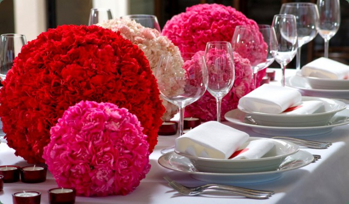 How to decorate the table of the bride and groom