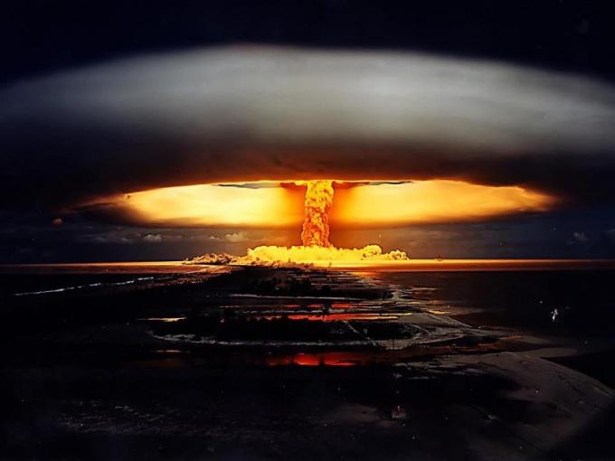 Почему в арсенале любой страны есть ядерное оружие