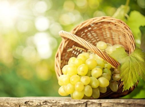 Дряблая кожа: помогут маски из винограда
